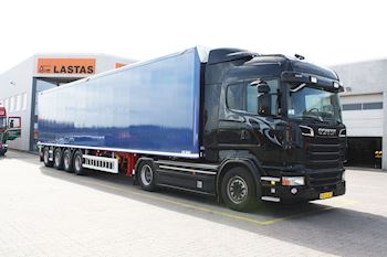 Flot ny Kel-Berg/Knapen 4 akslet Walking Floor trailer udleveret til Hemmingsen Transport ApS